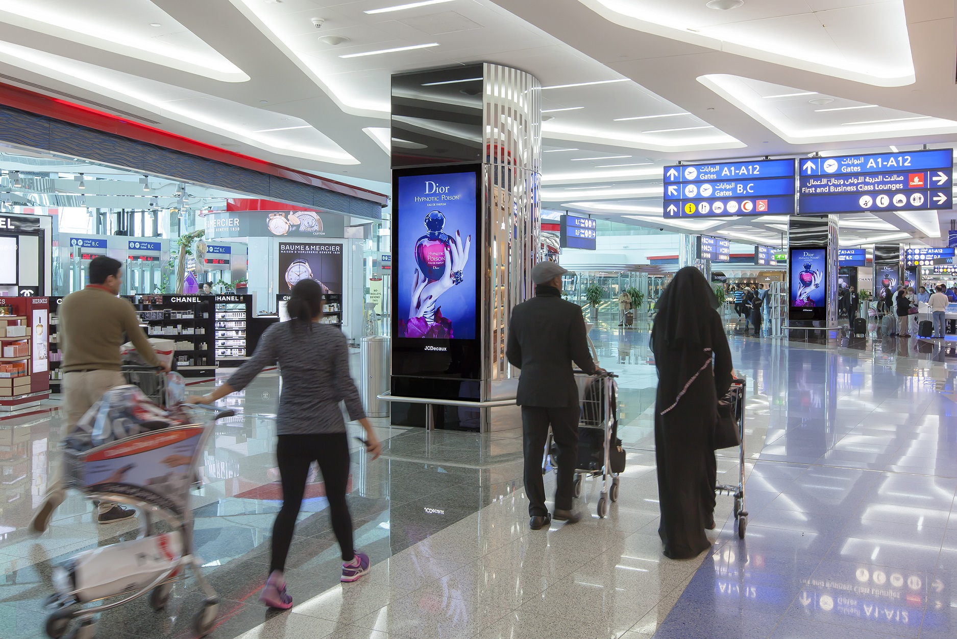 jcdecaux-unveils-its-first-digital-ivision-airport-network-at-dubai-international