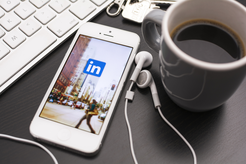 linkedin-buys-newsle-to-keep-better-tabs-on-your-contacts-for-you