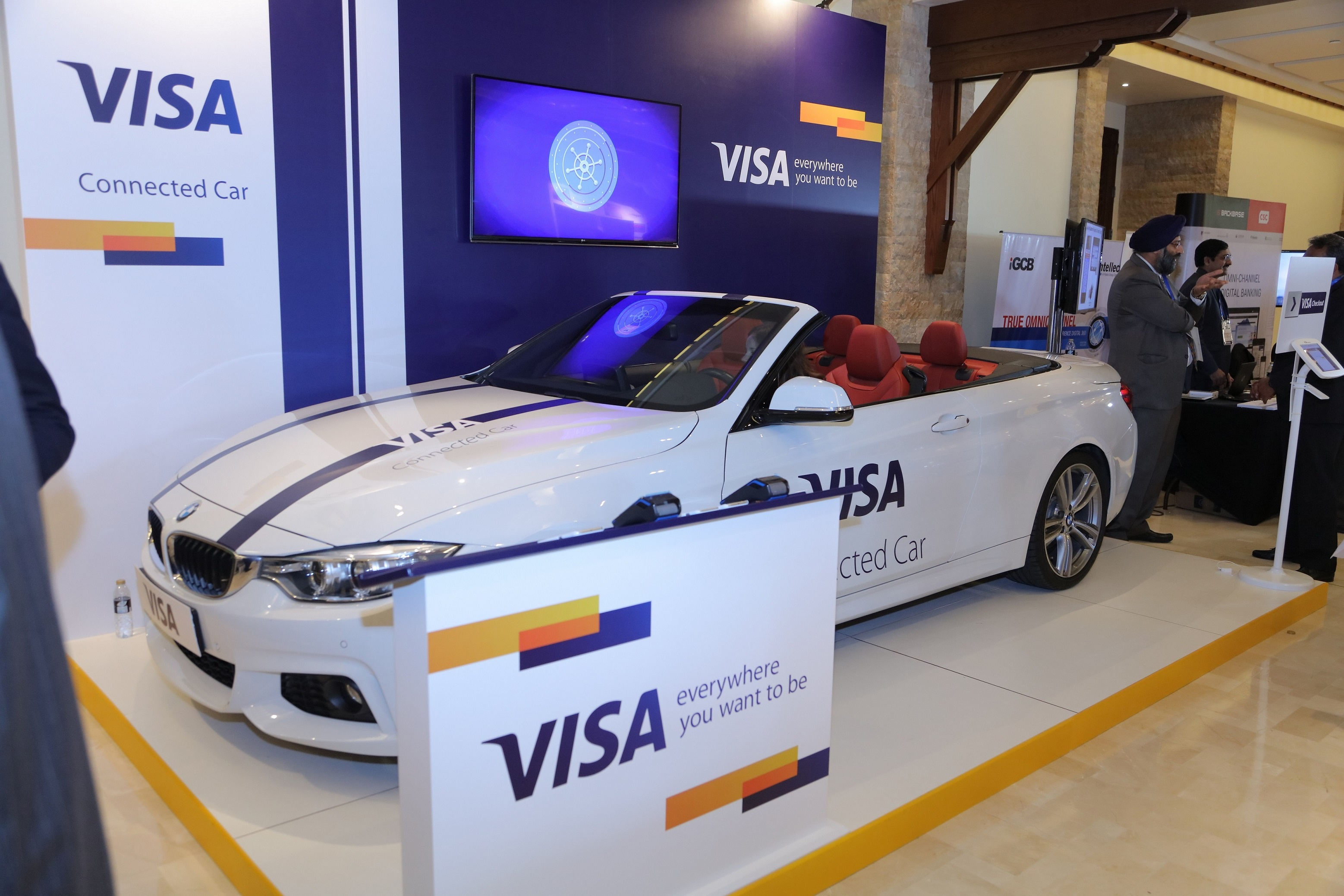 visa-showcases-the-future-of-the-connected-car-commerce